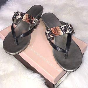 Bandolino Buckley snake skin flip flip sandals 10M